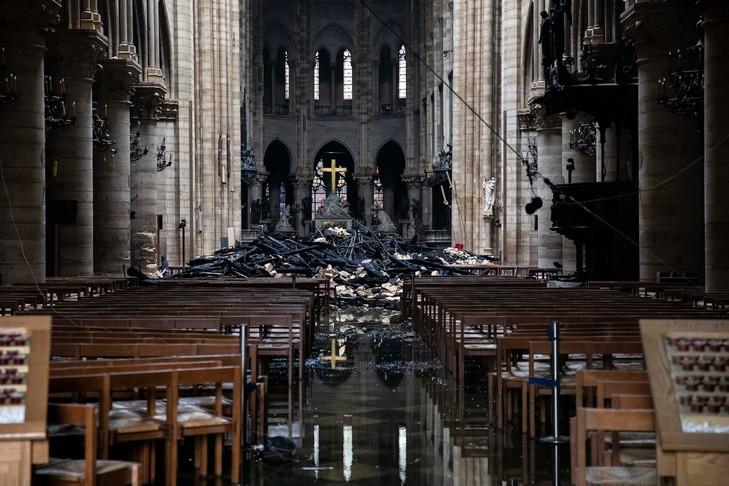Températures atteintes par la charpente de Notre-Dame de Paris dans l'incendie du 15 avril 2019 déterminées par paléothermométrie Raman